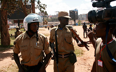 Police confront Daily Monitor journalist Yusufu Muziransa. (Daily Monitor)