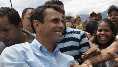 Henrique Capriles plantea un desafío sin precedentes a Chávez. (AP/Ariana Cubillos)