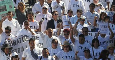 Jornalistas hondurenhos foram alvo no passado. Em 2011, repórteres se reuniram para protestar contra os ataques aos seus colegas. (Reuters/Danny Ramirez)