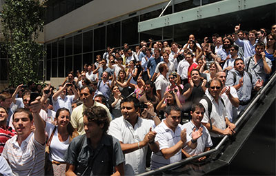 Employees of Cablevision, a cable TV operator belonging to Grupo Clarín, protest a 2011 government inspection they consider to be harassment by the Kirchner administration. (AFP/Juan Vargas)