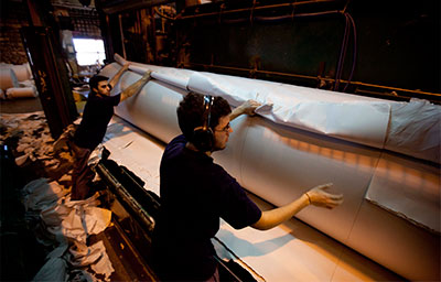 El gobierno ha impuesto criterios de productividad sobre Papel Prensa, la única empresa productora de papel periódico en Argentina. (AP/Natacha Pisarenko)