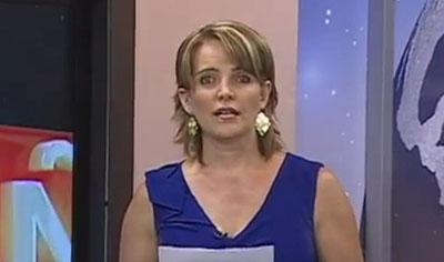 Una imagen de un video en YouTube en que Janet Hinostroza describe una llamada amenazadora que recibió. (YouTube)