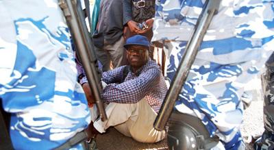 Kizza Besigye (Isaac Kasmani)