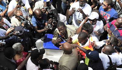 Authorities in Guinea-Bissau have expelled a journalist whose news outlet had covered former prime minister Carlos Gomes Junior, seen here voting in a 2012 election he was favored to win, but lost. (AFP/Issouf Sanogo)