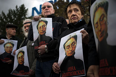 People holding portraits of Anna Politkovskaya in Moscow on October 7, the 6th anniversary of her murder, call on authorities to punish the killers of journalists in Russia. (AP/Alexander Zemlianichenko)