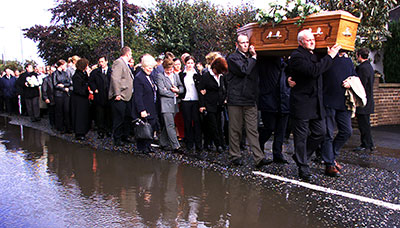 Family, friends, and fellow journalists follow the funeral of Martin O'Hagan from his home in Lurgan, Northern Ireland, on October 1, 2001. (Reuters/Paul McErlane)