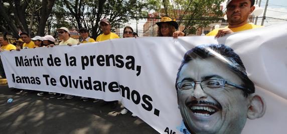 Periodistas hondureños protestan por el asesinato de su colega, Ángel Alfredo Villatoro.  (AFP / Orlando Sierra)