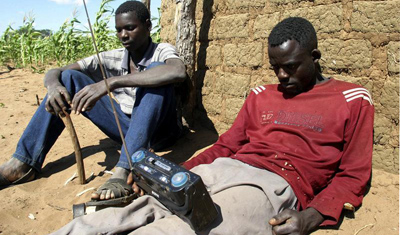 Local Zimbabweans often use radios to hear news coverage of elections. (Reuters/Emmanuel Chitate)