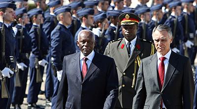Angolan President Jose Eduardo dos Santos (left) and Anibal Cavaco Silva, president of Portugal, in Lisbon in 2009. (AFP/Joao Cortesao)