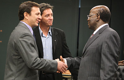 Carlos Lauría, left, and Mauri König meet Brazil's chief justice, Joaquim Barbosa, on Wednesday as part of a CPJ mission to Brazil. (Supreme Federal Tribunal)