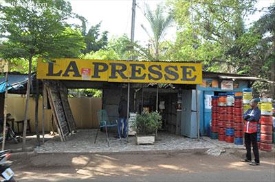 News stands in Mali are empty as journalists strike. (news.abamako.com)