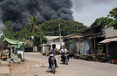Black smoke rises from burning buildings in Meikhtila, where Buddhists and Muslims have clashed since Wednesday. (AFP/Mantharlay)