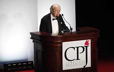 Lewis receives a lifetime achievement award in 2009. (CPJ)