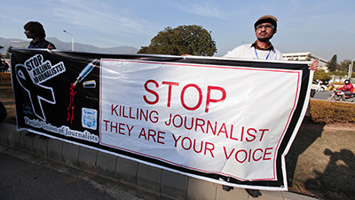 Journalists in Islamabad demonstrate against journalist murders and the lack of security surrounding the press. (Reuters/Faisal Mehmood)