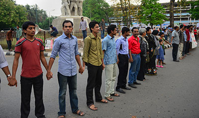 Bangladeshi bloggers form a human chain to protest the detention of their colleagues. (AFP/Munir uz Zaman)