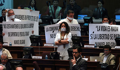 Opposition lawmakers protest the approval of the Communications Law in the National Assembly. (AFP/Eduardo Flores)