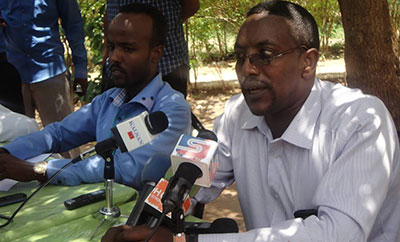 Editor Hassan Hussein, left, and Director Mohamed Ahmed relaunch their publication one day after the government lifts its suspension. (Hubaal)