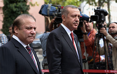 Prime Ministers Nawaz Sharif of Pakistan, left, and Recep Tayyip Erdogan of Turkey inspect a military honor guard in Ankara on Sept. 17. Turkey's global influence is central to CPJ's concerns. (AP/Burhan Ozbilici)