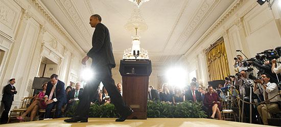 Barack Obama abandona una conferencia de prensa en el Salón Este de la Casa Blanca el 9 de agosto.(AFP/Saul Loeb)
