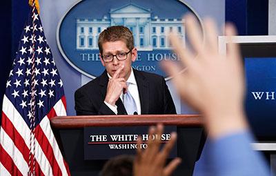 """O secretário de Imprensa da Casa Branca, Jay Carney, jornalista, diz que as queixas mídia são parte de uma """"tensão natural"""" em qualquer relação do governo com a imprensa. (Reuters / Kevin Lamarque)"""