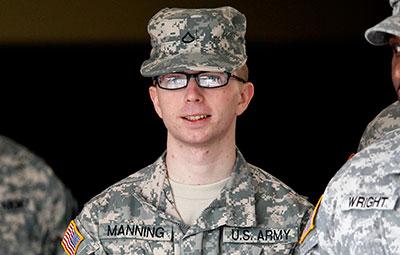 El soldado del Ejército Bradley Manning (ahora conocida como Chelsea Manning) fue arrestado por la filtración de documentos clasificados más masiva de la historia de Estados Unidos. (AP/Patrick Semansky)