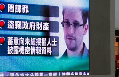A monitor in a Hong Kong shopping mall broadcasts news on the charges against Edward Snowden on June 22, 2013. (Reuters/Bobby Yip)