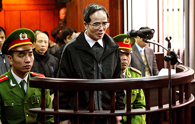 Vietnamese blogger Le Quoc Quan speaks to the court during his appeal. (AFP/Vietnam News Agency)
