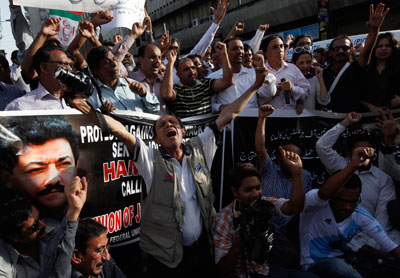 Journalists protest the attack on television anchor Hamid Mir outside the press club in Karachi on Monday. (Reuters/Akhtar Soomro)