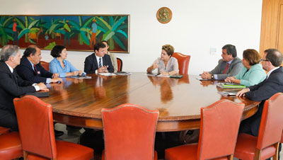 Dilma Rousseff and Brazilian ministers meet with Carlos Lauría and other representatives of CPJ. (Roberto Stuckert Filho/PR)