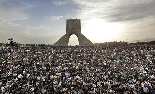 Thousands of protesters gather in Tehran to protest the result of the presidential election in 2009. (AP/Ben Curtis)
