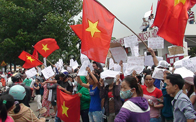 An anti-China protest in Vietnam in May. Bloggers who cover rallies risk being imprisoned under anti-state charges. (AFP/VNExpress)