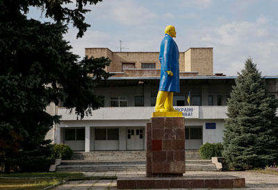 A monument to Soviet state founder Vladimir Lenin is painted in the colors of the Ukrainian national flag in the town of Velikaya Novoselovka in the Donetsk region. (Reuters/Gleb Garanich)
