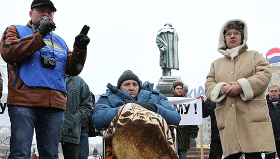 Mikhail Beketov, center, died in April 2013 from injuries he sustained in a brutal attack in 2008. Beketov had covered corruption in the Russian government. No one has been brought to justice. (AFP/Alexey Sazonov)