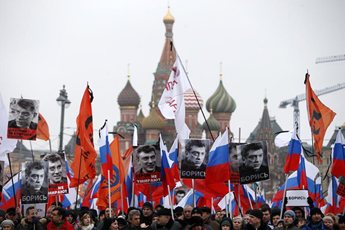 Signs that read 'I am not afraid' are carried at a march in Moscow in memory of Boris Nemtsov. His killing has been compared to the murders of critical journalists. (Reuters/Sergei Karpukhin)