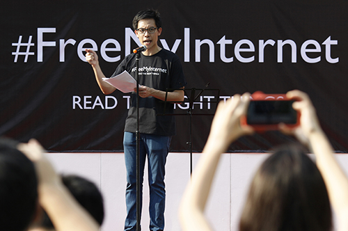 Singapore blogger Roy Ngerng addresses a crowd protesting website regulations in June 2013. The blogger faces damages in a defamation suit brought against him by the prime minister. (Reuters/Edgar Su)