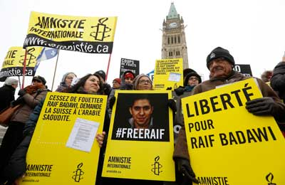 Ensaf Haidar, center, takes part in a demonstration calling for the release of her husband, Raif Badawi, in Ottawa January 29, 2015. (Reuters/Chris Wattie)