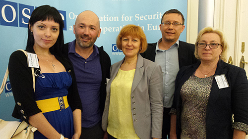 CPJ research associate Muzaffar Suleymanov, second left, with Crimean journalists from left, Anna Andriyevskaya, Valentina Samar, Andrii Ianitskyi, and Tatyana Rikhtun at the OSCE conference in Vienna in June. (CPJ)
