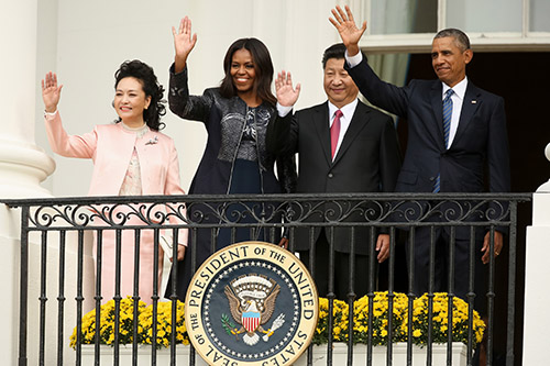 President Xi Jinping and his wife join the Obamas at the White House on September 25. The press in China has been issued directives to limit negative reports about the U.S. visit. (AP/Andrew Harnik)