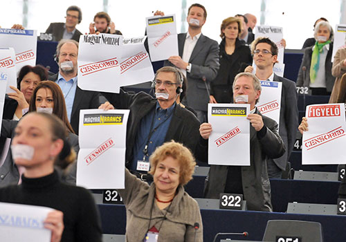 MEPs protest against Hungarian laws that have severely curtailed the country's independent press. (AFP/Georges Gobet)