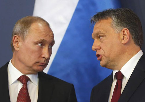 Russian President Vladimir Putin, left, and Hungarian Prime Minister Viktor Orbán, who has passed a series of press laws that go against EU values.  (Reuters/Laszlo Balogh)