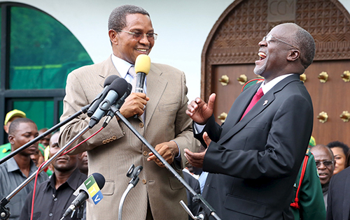 Tanzania's new president, John Pombe Magufuli, right, and outgoing president, Jakaya Kikwete. Several of the country's journalists say they hope Magufuli will reform repressive press laws. (Reuters/Emmanuel Herman)