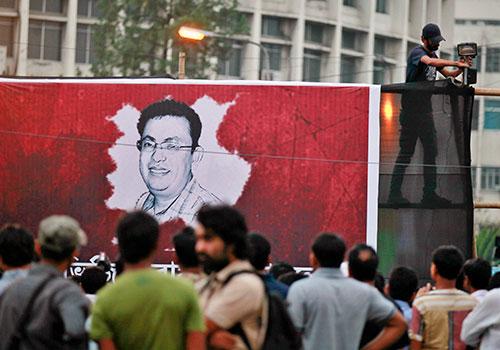 صورة جدارية للمدون أفيجيت روي في داكا، وهو أحد أربعة مدونين قتلوا على يد عناصر في جماعات متطرفة في بنغلاديش في هذا العام. (أسوشيتد برس/ أ. م. أحد)