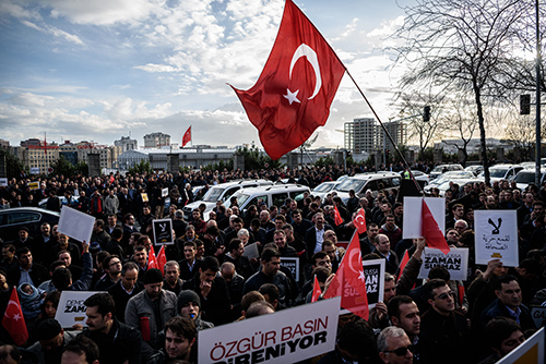 Crowds gather outside the Istanbul offices of the Turkish daily Zaman on March 4 to protest a ruling that allows a court to appoint the paper's trustees. (AFP/Ozan Kose)