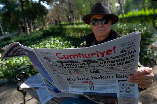 A man reads Cumhuriyet newspaper in Istanbul, January 14, 2015. The newspaper said police stopped delivery trucks from leaving the printers on that date to verify that the newspaper had not republished cartoons from the French satirical newspaper Charlie Hebdo. (AP)
