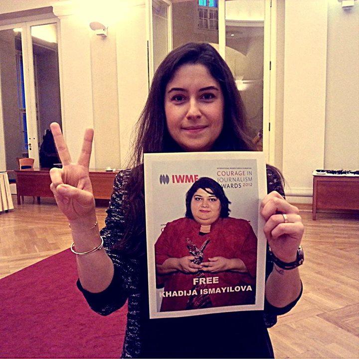 Автор, как и томящаяся в неволе журналистка Хадиджа Исмайлова, стала объектом безобразной кампании по дискредитации её в глазах азербайджанского народа. (Анна Замейц)