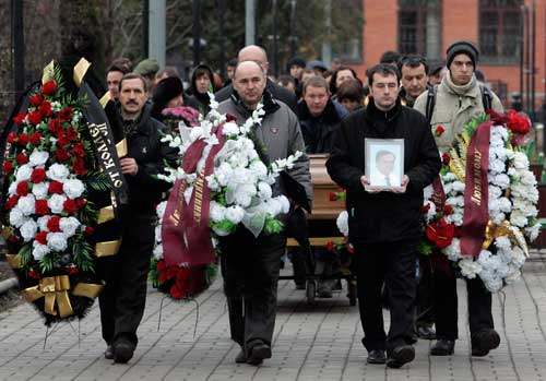 The funeral of Sergei Magnitsky is held in Moscow on November 20, 2009. The lawyer died in state custody after exposing official corruption. (Reuters/Mikhail Voskresensky)