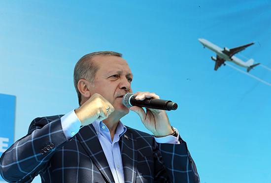 Turkish President Recep Tayyip Erdogan addresses a rally in the southeastern city of Diyarbakir, Turkey, May 28, 2016. (Presidential Press Service/AP)