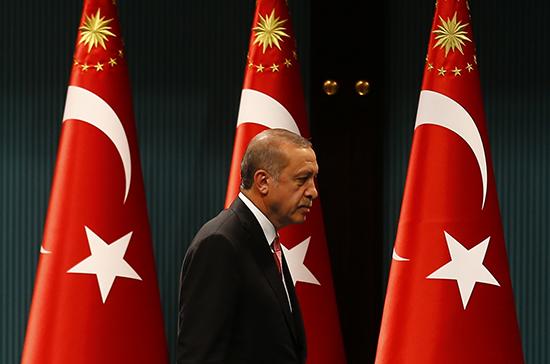 Turkish President Recep Tayyip Erdoğan leaves a press conference in Ankara, July 20, 2016 (Reuters/Umit Bektas)