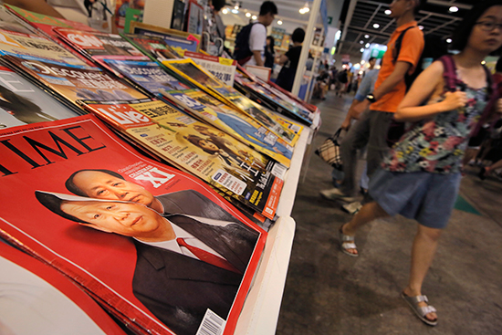 A cover of Time magazine on display in Hong Kong, July 22, 2016, features portraits of Chinese leader Xi Jinping and former leader Mao Zedong. (AP/Vincent Yu)