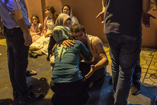 Relatives mourn outside a hospital in the southern Turkish town of Gaziantep after a suicide bomb attack killed at least 30 people, August 20, 2016. A court banned all coverage of the attack the following day. (AFP/Ahmed Deeb)